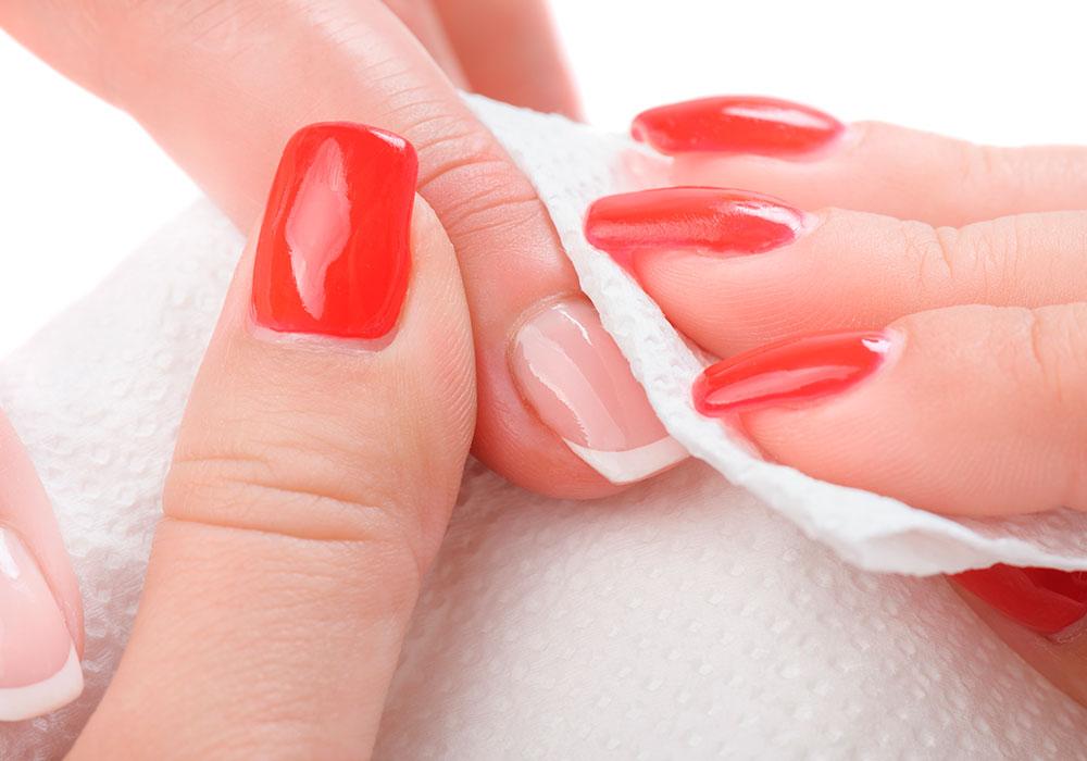 Polishing nails in a salon